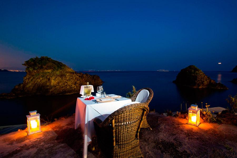 Parco acquatico, ristorante, hotel 3 stelle a Ischia nella baia di  Cartaromana
