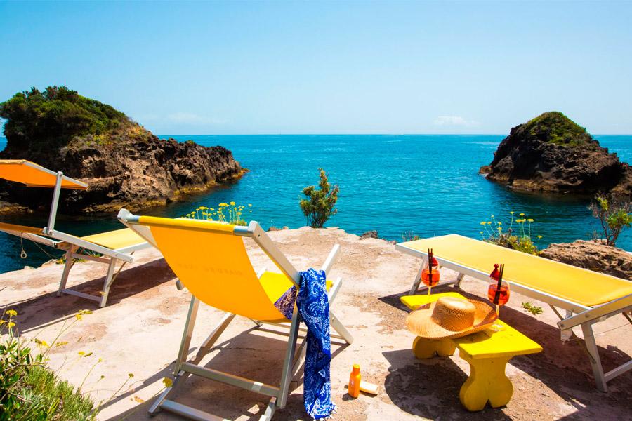 Esclusivo solarium sul mare del Giardino Eden Ischia